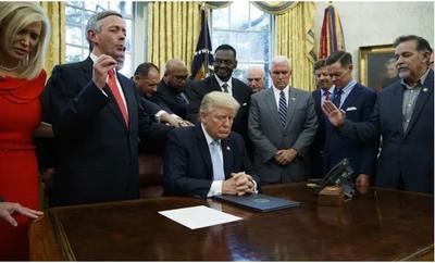 想要钱就得宗教自由?川普政府再为对外援助设限,被指讨好福音派