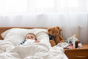 风热感冒的症状表现为发热重、恶寒轻、有汗、头痛鼻塞
