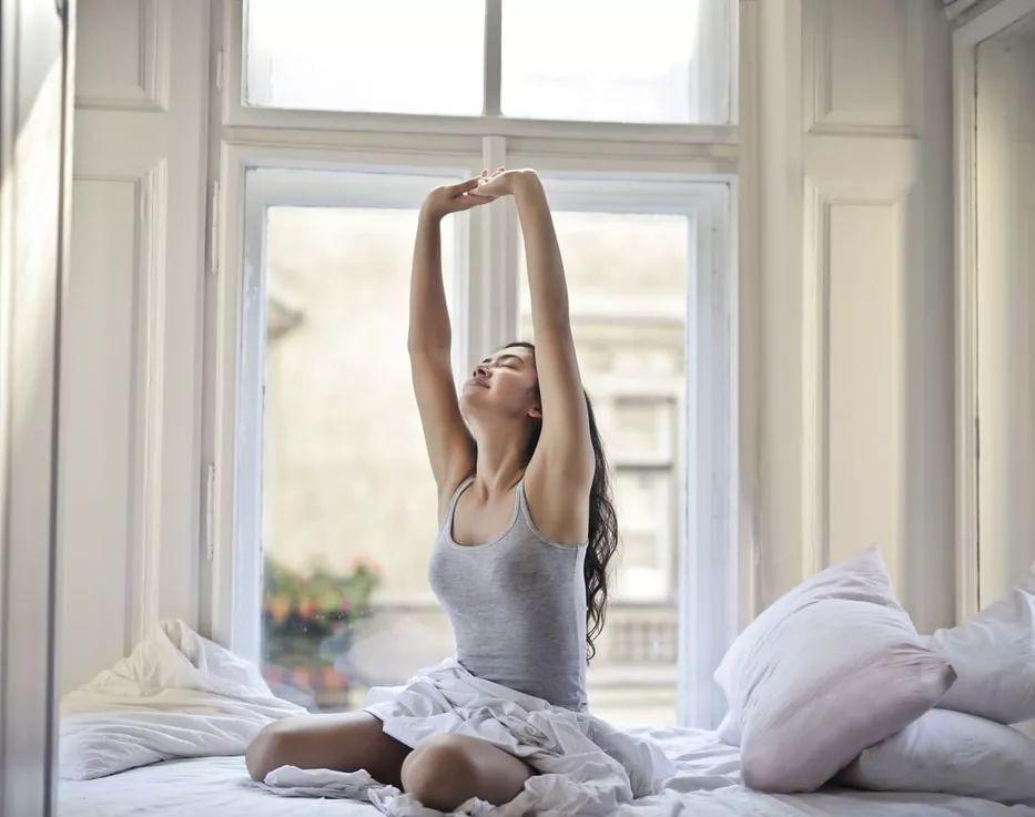 睡前拉伸操,6个简单动作,助你好眠!