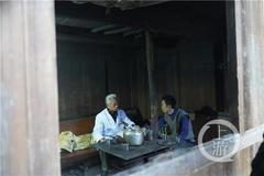 72岁老中医跋涉12小时回访贫困病人,他送去的不仅仅是药……