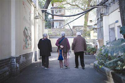 """成都有家""""奶奶厨房"""":小小泡菜香 浓浓社区情"""