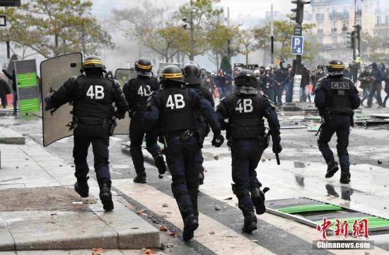 """法""""黄马甲""""运动暴力事件频发 警方一天内拘捕254人"""