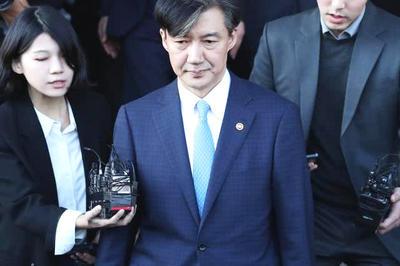 韩10万人游行要求总统下台,文在寅岌岌可危!朴槿惠能翻盘?