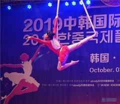 瑜伽老师聂营:国际空中舞蹈大赛上一举夺冠