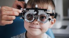 """""""小眼镜""""的希望!首款用于延缓儿童近视发展的隐形眼镜在美国获准上市"""