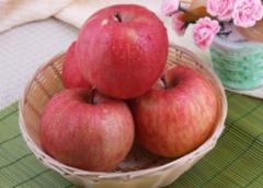 """苹果抗癌,但和此物吃等于""""慢性中毒"""",赶快分享给家人"""