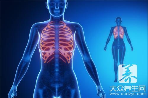 背部肋骨疼痛的常见原因,胸部刺痛,跳痛或酸痛