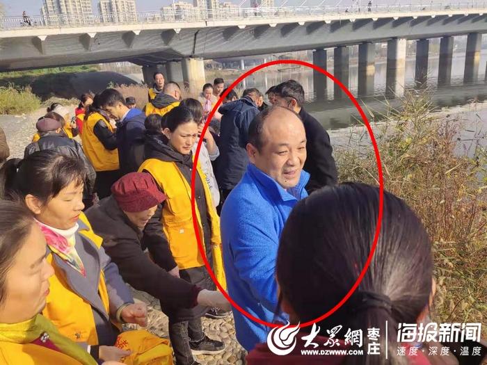 滕州一老人落入荆河志愿者不顾寒冷跳水救人