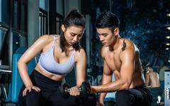 哑铃上肢组合训练,练肩练背练手臂,帮你在家塑造紧致上半身