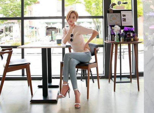 华丽典雅的高跟鞋美女,展现出自信的女人味!