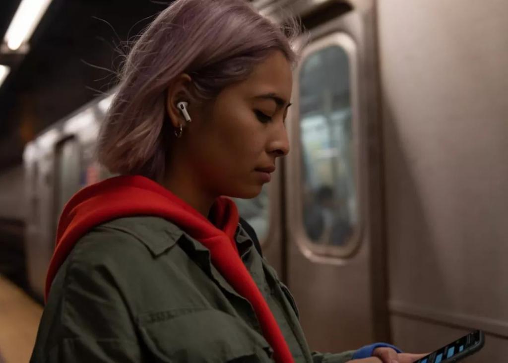AirPods成为抢手货,但人们还是不爱Siri
