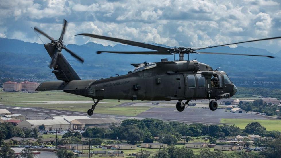 """美国国民警卫队一架载3人""""黑鹰""""直升机坠毁"""