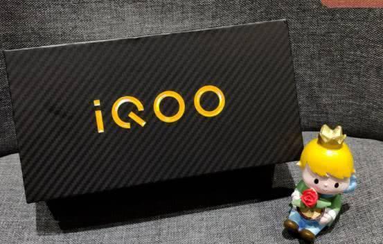 IQOO手机性能高,但是拍照弱?你错了
