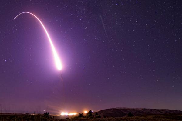 撕毁《中导条约》后 美国首次试射中程弹道导弹