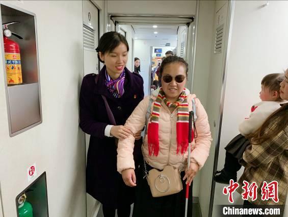爱在旅途 情暖人间——广九客运段为旅客打造温馨归途