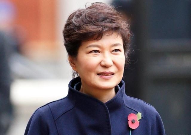 朴槿惠迎来关键审判,文在寅作出两大决定,截断朴槿惠反击希望