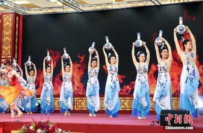 """全球春节庆典活动多 中国""""年味儿""""飘向世界"""