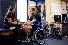 一种革命性技术,能让瘫痪病人重新站起来?
