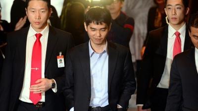 李世石退役:拿过32次世界冠军 系击败AI棋手第一人