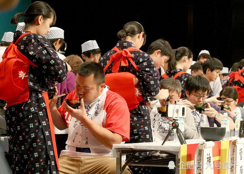 日本举办大胃王比赛,男子5分钟吃下246碗面荣获冠军