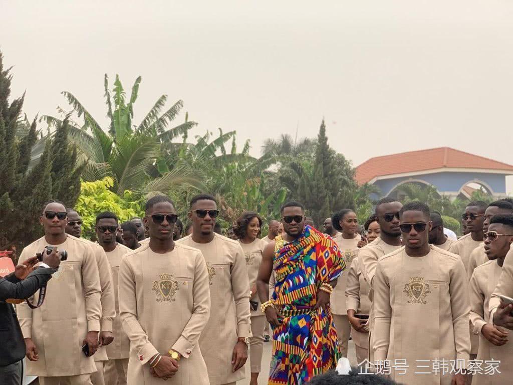 男子结婚竟找来60个伴郎,婚礼上新娘和伴娘都惊呆了