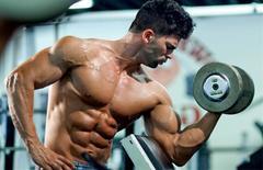 练一次顶三次的弯举变式,这4个动作,能把肱二头肌彻底练透