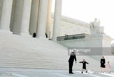 """美国大法官领养一对儿女,恶毒祝儿子""""不幸并痛苦"""",却引发点赞"""