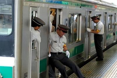 """为何日本地铁会被称为""""噩梦""""?有女性宁愿步行也不想乘坐地铁"""