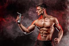 每天1小时力量训练,与长期不健身的人,多年后身体会有哪些不同