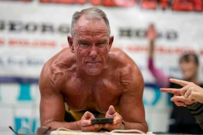 美国62岁男子平板支撑超过8小时 打破吉尼斯世界纪录