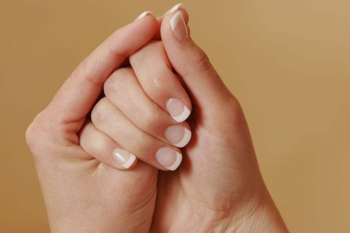 指甲上无缘无故长出竖纹,暗示身体3个部位可能出问题,要重视