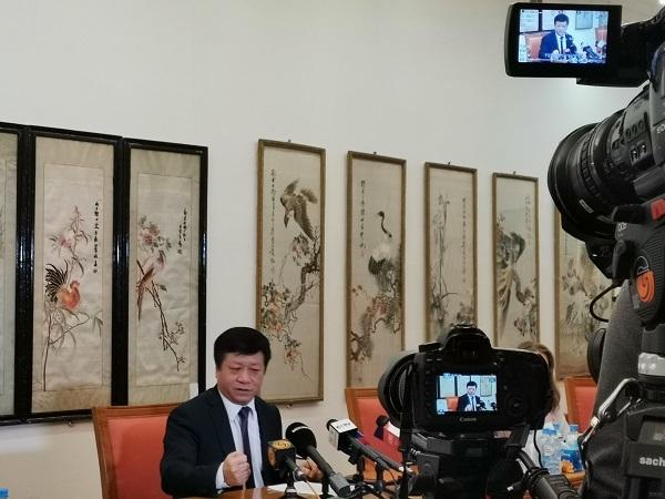 """驻俄大使张汉晖:中俄团结互信在共同抗""""疫""""斗争中将进一步增强"""