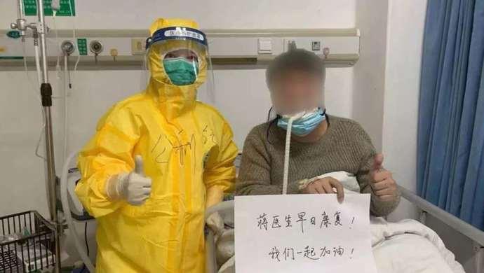 """这位七旬患者,将上海医护人员的战""""疫""""故事编成了陕西快板,一起来听听看"""