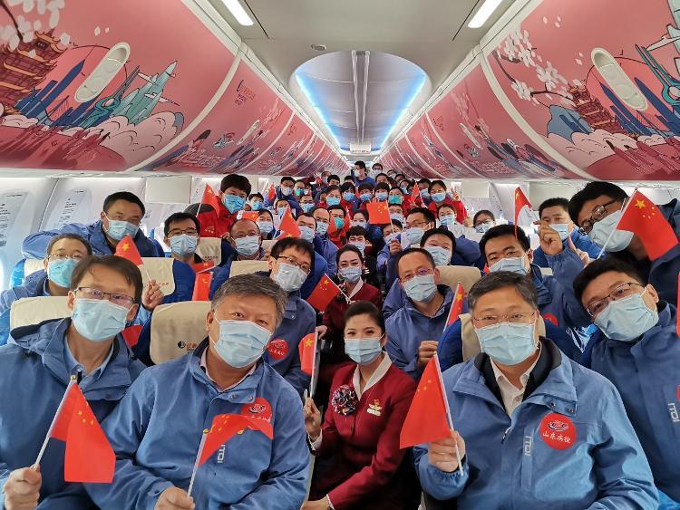 海报直击丨回家了!第三批返鲁52名山东援助湖北医疗队员凯旋
