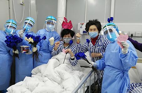 """这个病区充满爱——火神山医院感染四科一病区战""""疫""""记事"""