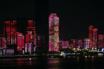 武汉解封|长江边灯光璀璨 迎接重启