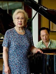 """98岁""""太奶奶""""秦怡和75年前对比更时髦精致,优雅到了每根发丝"""