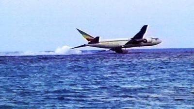 1996年,埃塞俄比亚航空961号班机被劫持,海面迫降,125人遇难