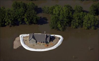 花5.6万给自家建造防洪堤坝,被群嘲!虽然丑了点,但用处太大了