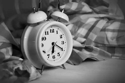 """明明很累却还在失眠,正念带你""""轻松""""入眠"""