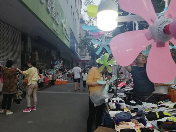 """南京多部门组织商家规划设置一批""""外摆市集"""""""