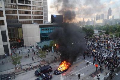 """美国骚乱是""""无声的语言"""",疫情以极其残暴的方式传播经济苦难"""