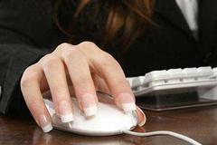 留长指甲虽然好看,但是容易惹上妇科疾病