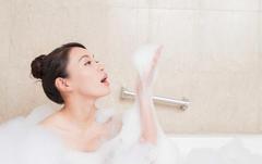 """不论男女,洗澡时尽量""""避开""""5件事,为了健康,再喜欢也要忍住"""