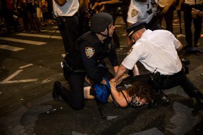 """""""我不能呼吸""""示威抗议席卷全美33城,至少20城宵禁;美军保持高度戒备"""