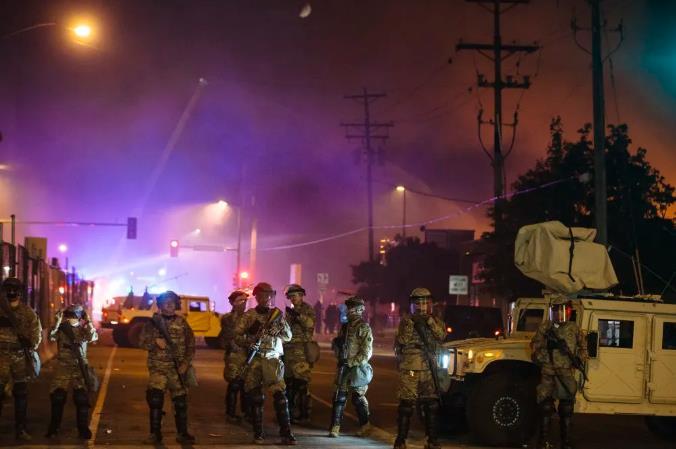 """美国专家担忧:骚乱与疫情产生""""叠加效应"""""""
