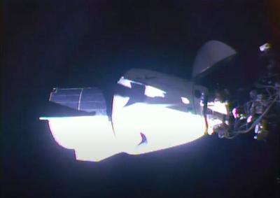 """美SpaceX载人""""龙""""飞船正式对接国际空间站"""
