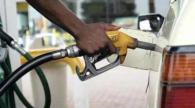 加油站长龙再现,津巴布韦燃油危机加剧
