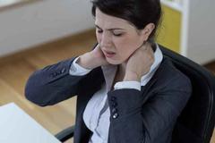 颈椎病早期的症状:吞咽不畅、头晕头疼、腹胀便秘
