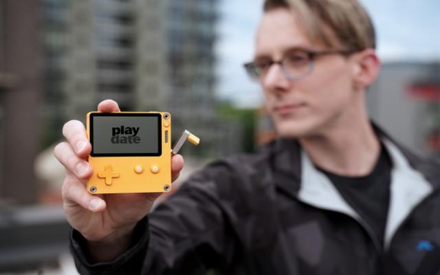 用加特林要转摇杆 开发者将《Doom》带上了Playdate